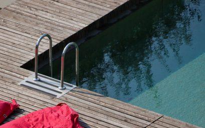 Pourquoi faire construire une piscine en bois ?